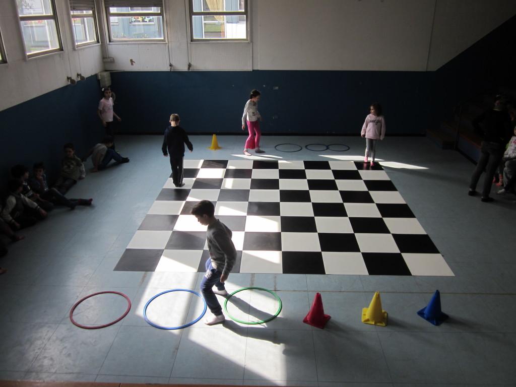 giocare scacchi